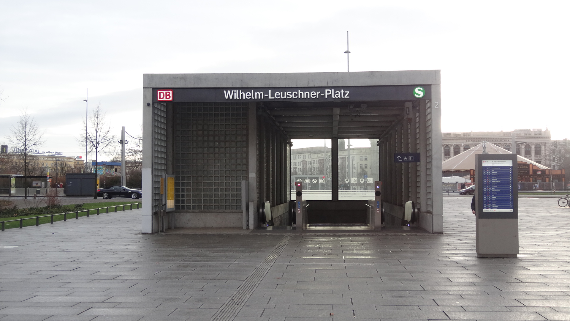 Wilhelm-Leuschner-Platz station entrance on an empty place