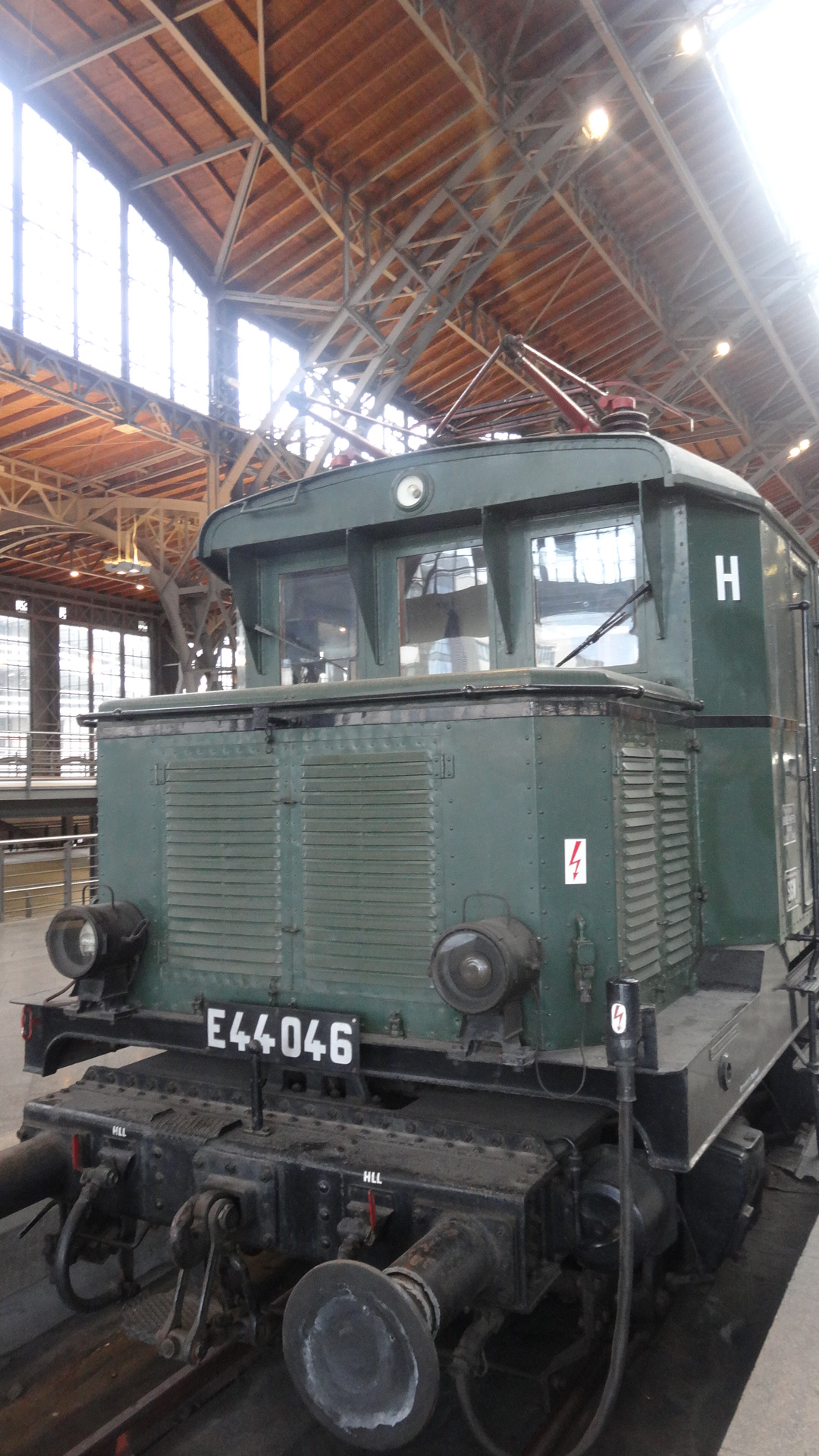 historic electronic locomotive E44-046