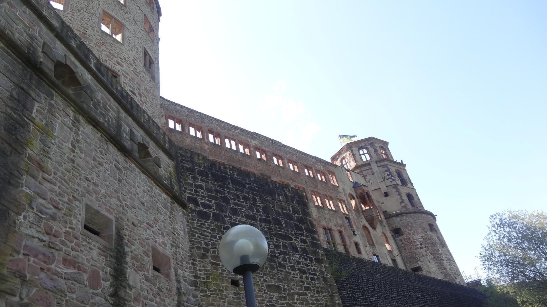 Fassade des Schlosses von unten